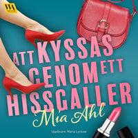 Att kyssas genom ett hissgaller - Mia Ahl