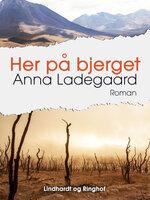 Her på bjerget - Anna Ladegaard