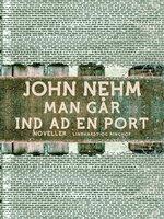 Man går ind ad en port - John Nehm